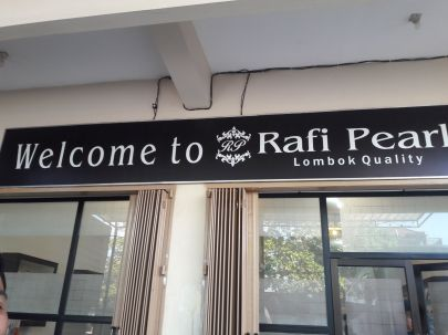 salah satu toko mutiara di Lombok