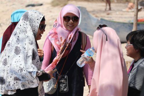 hijabnya yang pink!