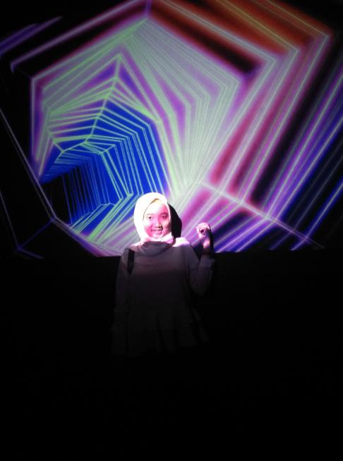 15 hologramkah kusebut.